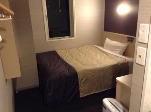 スーパーホテル東京・JR新小岩のシングルルーム室内のベッド