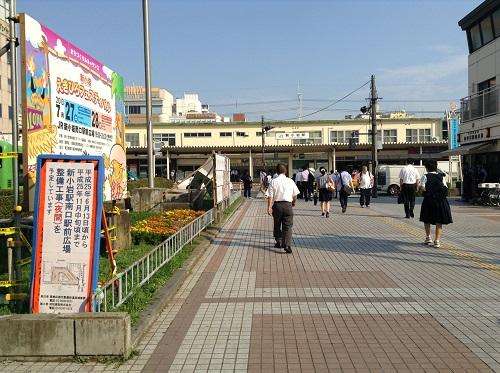 新小岩ルミエール商店街出入口目の前に広がる光景(JR新小岩駅南口側)