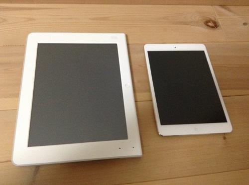 チャレンジタッチとiPad miniの大きさ比較