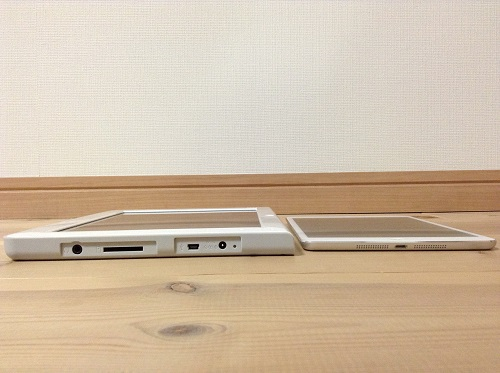 チャレンジタッチとiPad miniの薄さ比較