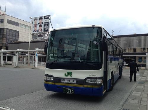 青森駅に到着した青森空港発のJR東北のバス(J647-03407 乗合)