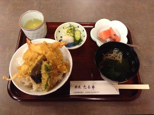 料苑たる井(愛媛県大洲市若宮465?1)のランチメニュー「天丼定食」(864円)