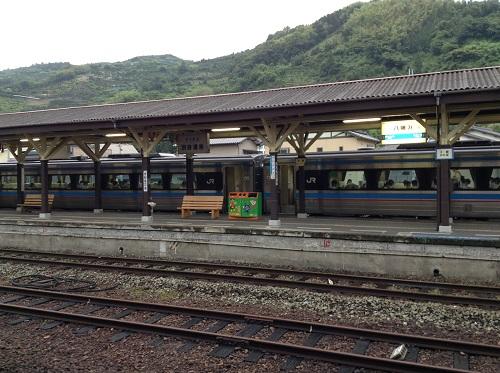 JR八幡浜駅ホーム(2番乗り場/宇和島方面)