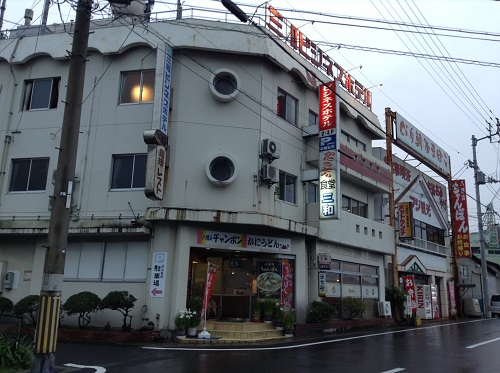三和ビジネスホテル(所在地:愛媛県八幡浜市沖新田フェリー港前)の外観