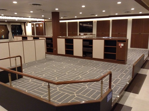 宇和島運輸フェリー「あかつき丸」の船内(2階・2等室)