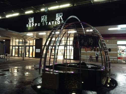 JR別府駅(大分県別府市駅前町)の温泉モニュメント(手湯)