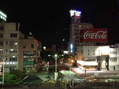 JR別府駅(大分県別府市駅前町)の1番ホームから見た駅前の光景(Coca Colaの看板が目立つ)