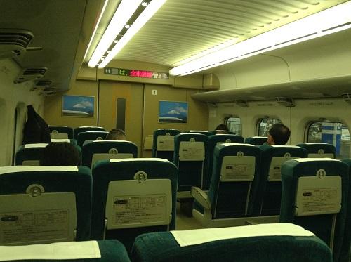 新幹線「こだま762号」の1号車の車内