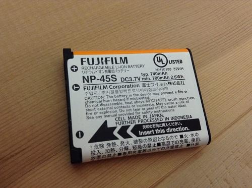 富士フィルムのデジタルカメラ「ファインピックス XP70(オレンジ)」のバッテリー