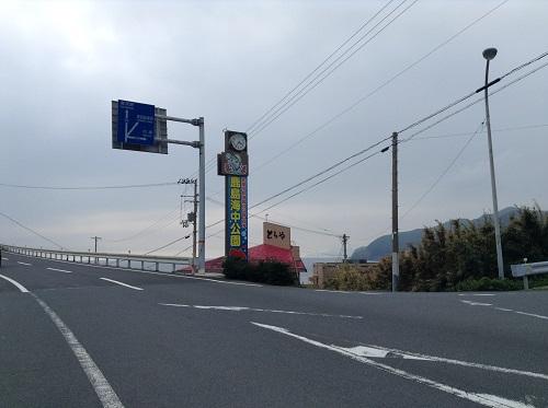 愛媛県道34号-右手前方にシーサイドとらや(住所:愛媛県愛南町船越1600)