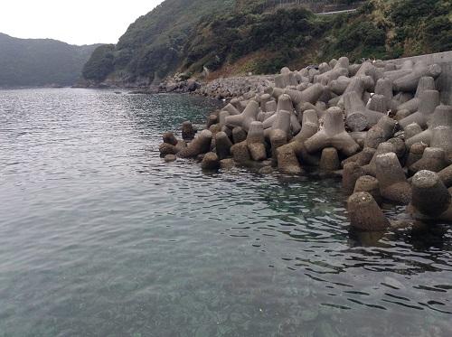 瀬の浜待合所(愛媛県南宇和郡愛南町船越1599番地)近くの海