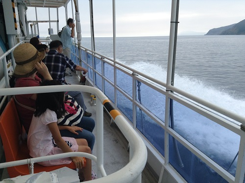 海中展望船「愛媛観光船ユメカイナ(愛南町西海観光船)」の甲板の様子
