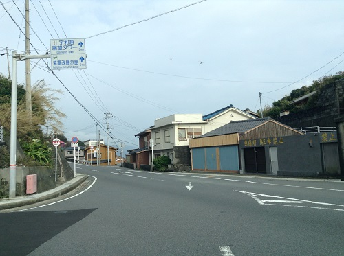 瀬の浜待合所(愛媛県南宇和郡愛南町船越1599番地)が隣接する愛媛県道34号