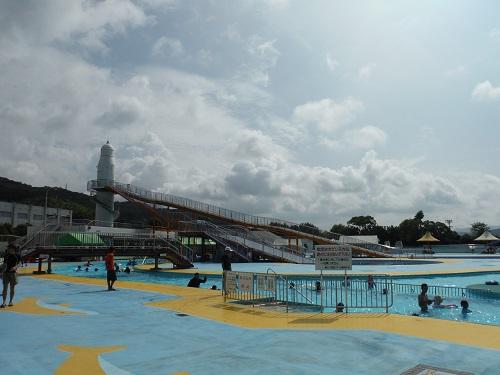 南レクジャンボプール(愛媛県南宇和郡愛南町御荘平城728)の流れるプールと滑り台