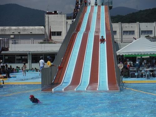 南レクジャンボプール(愛媛県南宇和郡愛南町御荘平城728)の滑り台(大スライダー)でなかなか滑り終わらない私