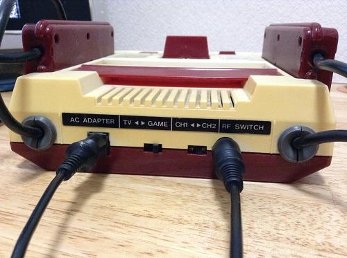 家庭用カセット式ビデオゲーム FAMILY COMPUTER ファミリー コンピュータ ファミコン 本体の電源、RF SWITCHがある側面