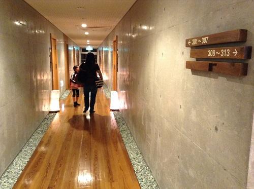 媛彦温泉の家族風呂(日帰りの湯)の施設3階通路