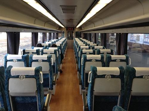 JR松山駅1番ホームに停車中の特急しおかぜ25号(アンパンマン列車)の5号車(指定席)の車両内