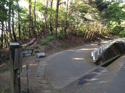 えひめ森林公園 谷上山第2展望台の隣にある公園「自由広場」に繋がる山道
