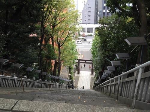 愛宕神社の参道を山頂から見下ろした時の風景