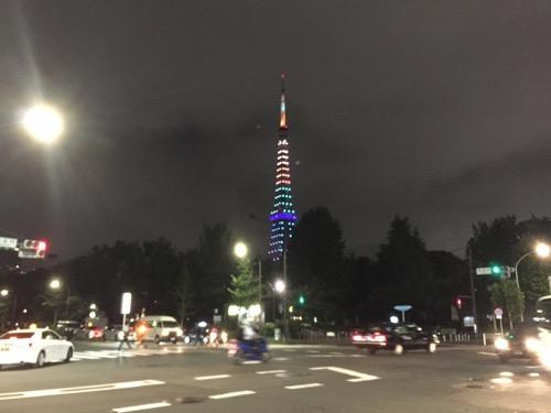 御成門駅前から眺めた東京タワーライトアップ ダイヤモンドヴェール