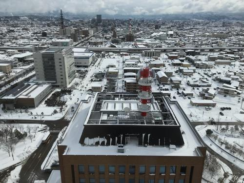 石川県庁展望室から眺めた金沢市内の雪景色(南東側・石川県警察本部側・金沢駅側)