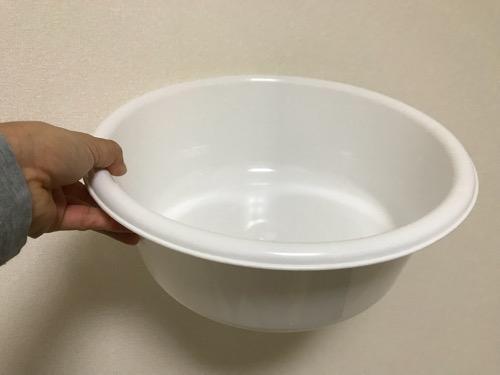 100円ショップ・ダイソーで購入した洗い桶(丸)33cm、容量7リットル