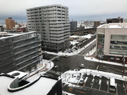 天然温泉 加賀の湧泉 ドーミーイン10階の客室内の窓から眺めた風景(雪景色)
