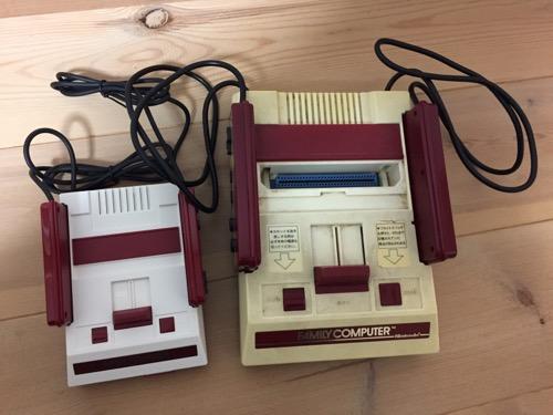 ニンテンドークラシックミニファミコンとファミリーコンピュータの本体(表側)