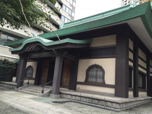 愛宕神社前交差点の建物「愛宕山」
