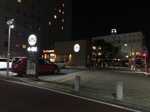 タリーズコーヒー君津駅前店の夜の外観