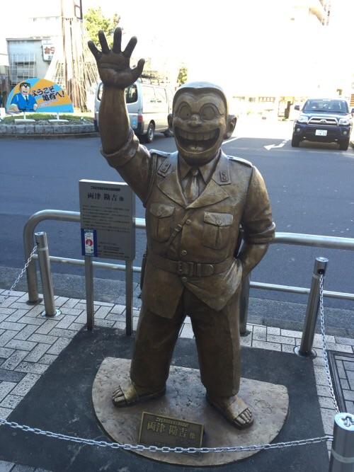 JR亀有駅北口にあるこち亀の両さん像