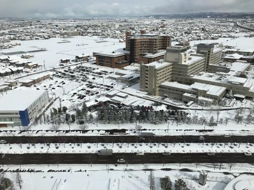 石川県庁展望室から眺めた金沢市内の雪景色(北東側・石川県立中央病院側)