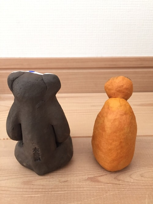 無印良品の2016年の福缶2つに入っていた猿の人形(後ろから見た様子)