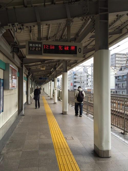 東京メトロ綾瀬駅の北綾瀬ゆきの0番線ホーム