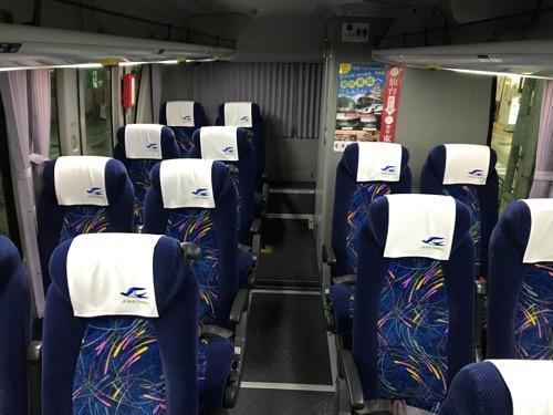 仙台行の高速バス「仙台-新潟線(WEライナー)」(JRバス東北)の車内後方座席