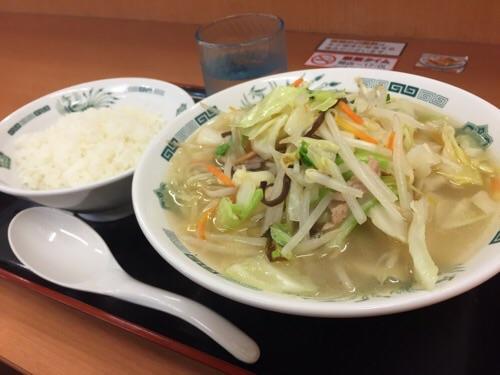 日高屋金町北口店で注文した野菜たっぷりタンメン、半ライス