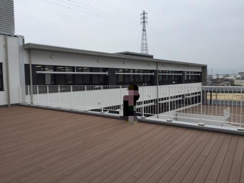 余土中学校の新校舎棟3階のワークテラス