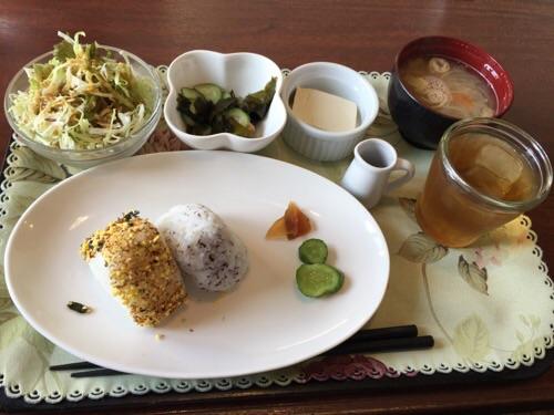 羅座亜留(ラザール)の朝食メニュー(おにぎりセット)
