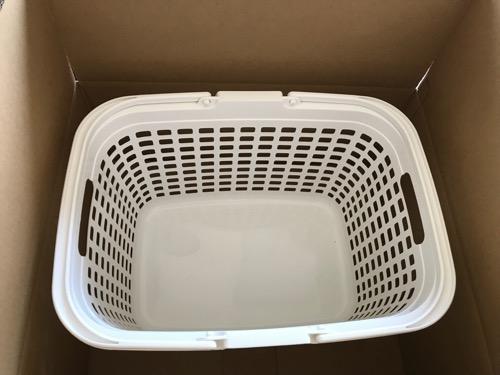 アイリスオーヤマ バスケット ランドリー ピュアホワイト LB-Mを上から見た時の様子(Amazonの段ボール箱の中に入った状態)