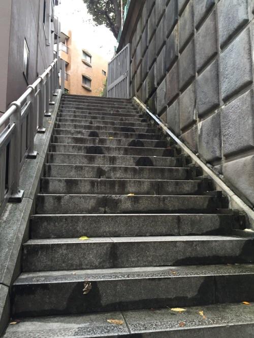 愛宕西参道の石段(入口付近)