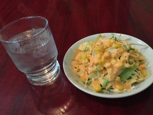 インド料理ウッタムカレー(愛知県名古屋市中区丸の内3丁目1-34)のランチメニューのサラダ