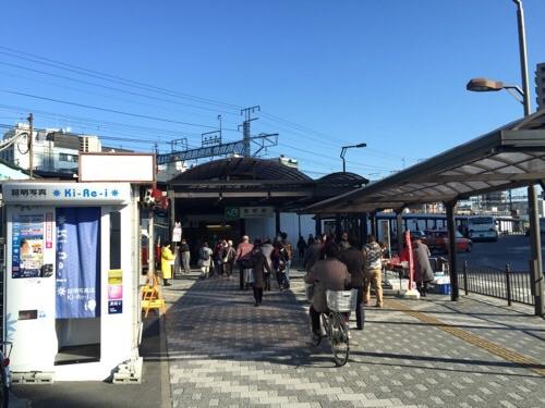 土曜日の朝10時半頃のJR金町駅南口に向かう人々