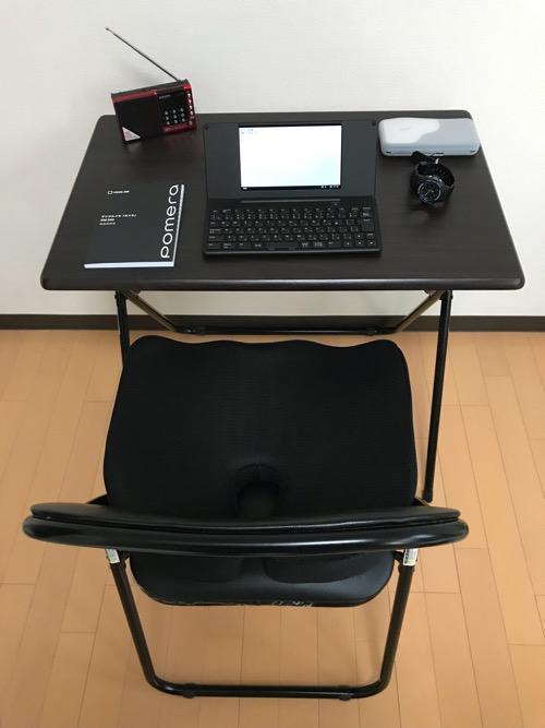 パイプ椅子の上にのせたMkicesky 第四世代座布団 低反発クッション