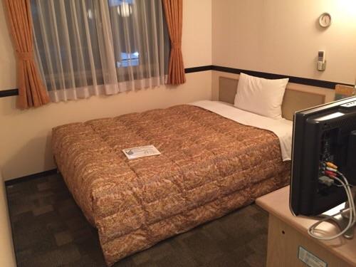 東横イン名古屋丸の内のベッド