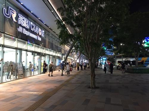 JR東京駅八重洲南口前のJR高速バス乗り場前