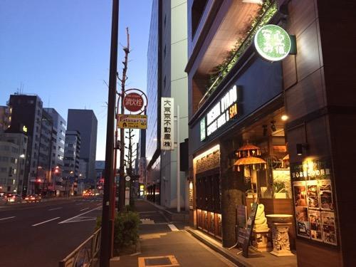 豪華カプセルホテル安心お宿新橋汐留店の店舗外観と周辺の様子