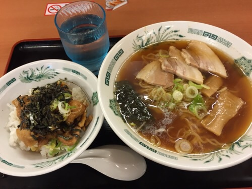 日高屋金町北口店で注文したやきとり丼セット(麺は中華そば)