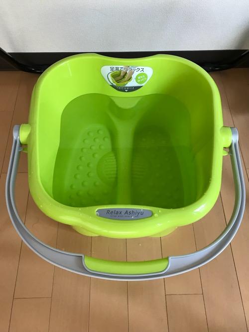 イノマタ化学株式会社 リラックス足湯 グリーン 品番-2503(お湯を入れた写真)