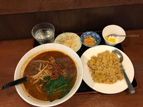 亀有一品の黒ゴマ担々麺の定食